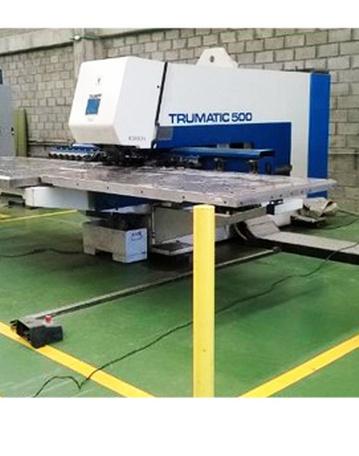 Punzadora TRUMATIC 500, operada por CNC.